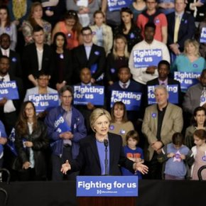 Clinton faces disruptive Sanders' supporters in New York