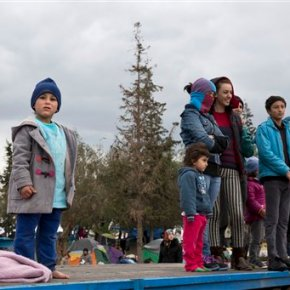 EU calls for Greece relief as migrant arrivals hit 1million