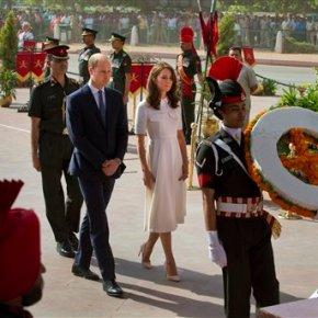 Prince William, wife Kate pay respect to Gandhi inIndia