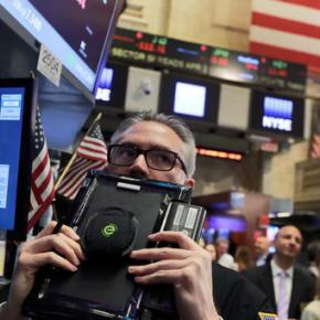 US stocks skid as Apple pulls tech companieslower
