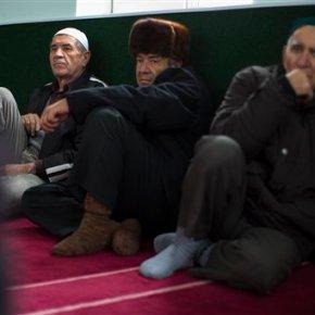 Prosecutor orders suspension of Tatar assembly inCrimea