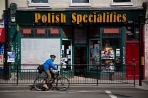 Polish workers in UK worry about possibility of Brexit