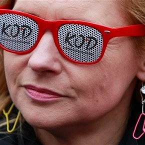 Thousands of Poles protest efforts to change abortionlaw