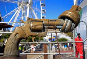 """FILE - In this Tuesday, Feb. 26, 2013 file photo, a sculpture by Carl Fredrik Reutersward, titled """"knotted gun"""" which is a symbol designed to protest against global violence and senseless killings, is displayed in Cape Town, South Africa. Carl Fredrik Reutersward, one of Sweden's best-known modern artists and the creator of the iconic statue of a revolver barrel tied in a knot, has died. He was 81. Thomas Millroth, from the Carl Fredrik Reutersward Art Foundation, said the artist died in a hospital in Helsingborg, southwestern Sweden on Tuesday, May 3, 2016. No cause of death was given.(AP Photo/Schalk van Zuydam, file)"""