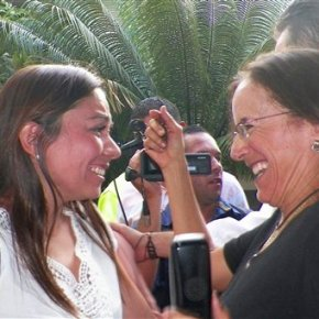 Colombian rebels free Spanish journalist, 2 others