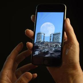 Temporary blindness tied to smartphone use in dark