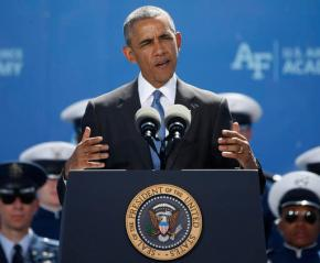 Obama warns Air Force grads not to succumb toisolationism