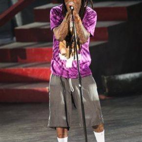 Rapper Lil Wayne hospitalized after 2 seizures onplane