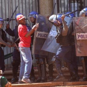 Zimbabwe police crush anti-government protest incapital