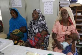 As refugee children die, Nigeria probes theft of foodaid