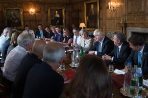 British leader chairs Cabinet session to discussBrexit