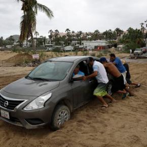 Hurricane Newton slams Mexico's Los Cabos resorts, 2 dead