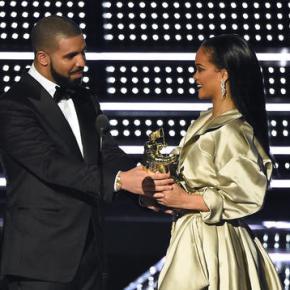 Rihanna thanks Drake for 'touching' MTV VMAspeech