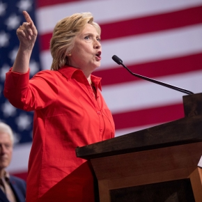 Clinton raises a combined $143 million in August