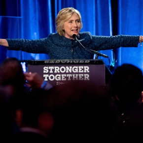 """Clinton says Trump anti-IS strength is """"phony"""""""