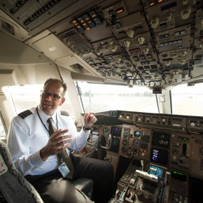 Pilots, air traffic controllers shifting to textmessaging