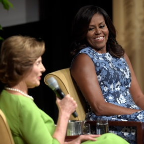 Michelle Obama makes campaign trail debut forClinton