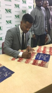 """Nate Parker signs autographs for fans at Norfolk State University on Tuesday, Sept. 27, in promotion for his new film """"Birth of a Nation."""" Photo by Malik Glaspie, managing editor of the Spartan Echo and SpartanEcho.org"""