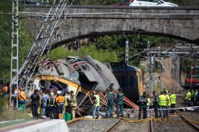 Passenger train derails in Spain, killing at least4
