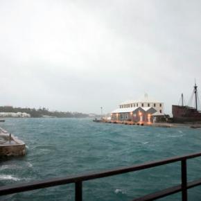 Extremely dangerous' Hurricane Nicole to pummelBermuda
