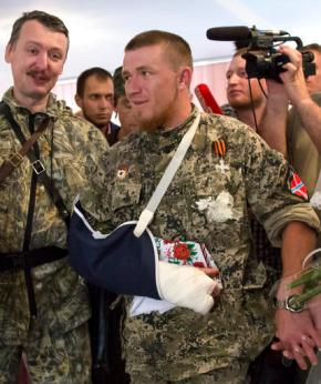Thousands attend warlord's funeral in Ukraine's rebeleast