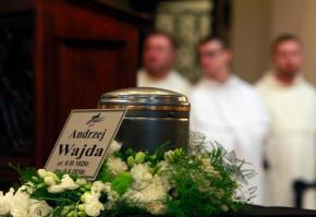 Hundreds mourn top filmmaker Andrzej Wajda inPoland