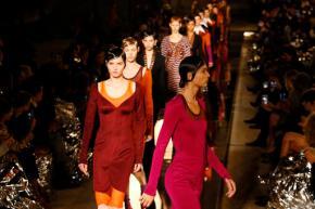Kardashian shares Givenchy spotlight with Malik,Hadid
