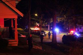 Police: College students shot while trying to buycar