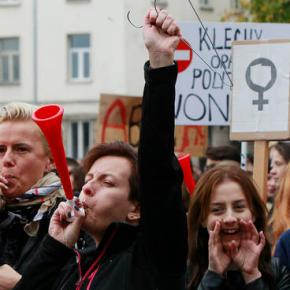 Women in Poland strike to protest proposal for abortionban