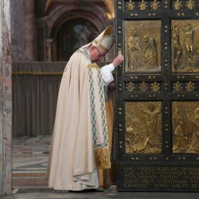 Pope shuts Holy Door, but urges: Stay open to reconciliation