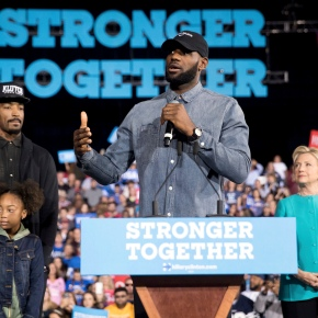 LeBron James campaigns with Clinton in Ohio