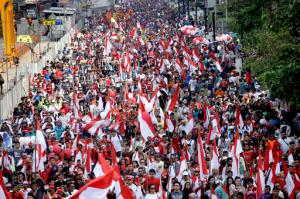 Indonesians march during a rally at Jakarta's main business district, Indonesia, Sunday, Nov. 20, 2016. More than 10,000 Indonesians took to the streets of their capital to call for tolerance and unity in the world's most populous Muslim nation, after police opened a blasphemy investigation into the city's Christian governor. (AP Photo/Tatan Syuflana)