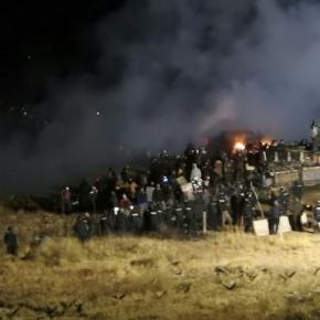 Police, protesters face off at Dakota Access pipelin