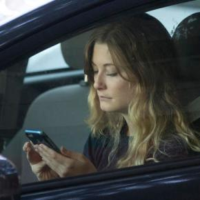Gov't wants phone makers to lock out most apps fordrivers