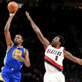 Curry out, but Warriors hold off Blazers113-111
