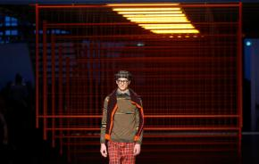 Prada goes in search of the naïve, Missoni bursts with color