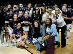 Century mark! UConn women win 100th straightgame