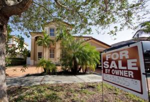 This Dec. 7, 2016 file photo shows a house for sale, in Hialeah, Fla.  Americans shrugged off rising mortgage rates and bought existing homes in January 2017 at the fastest pace since 2007. The National Association of Realtors on Wednesday, Feb. 22, 2017, says home sales rose 3.3 percent last months from December to a seasonally adjusted annual rate of 5.69 million. (AP Photo/Alan Diaz, File)