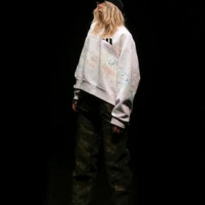 Kanye West shows comfy Yeezy clothes, shoes _ without delay
