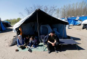 EU commissioner calls on Hungary to comply with asylum rules