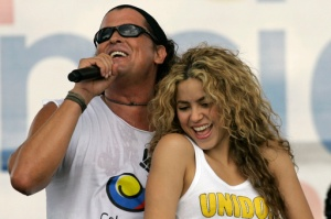 """FILE - In this July 20, 2008 file photo, Colombian singers Shakira, right, and Carlos Vives perform during a """"concert for peace"""" Independence Day celebrations in Leticia, Colombia. A Cuban singer and music producer has filed a plagiarism lawsuit filed Thursday March 3, 2017 against pop stars Shakira and Carlos Vives for allegedly copying excerpts of a decade-old song in the Colombian duo's award-winning music hit 'La Bicicleta.' (The Bike, in English). (AP Photo/William Fernando Martinez, File)"""