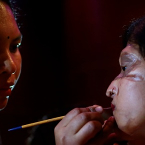 Acid victims redefine beauty in Bangladesh fashion show