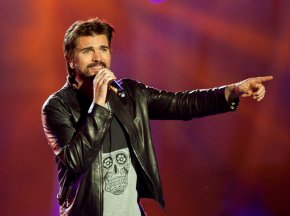 Colombian rocker Juanes writes 1st English song