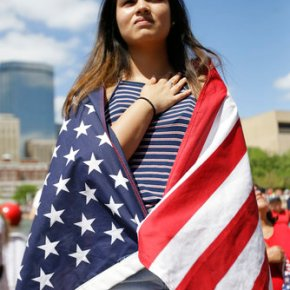 Thousands march for immigrant rights inDallas