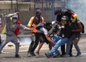 Venezuela protesters target Maduro, vow to keep uppressure