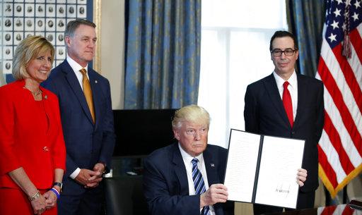 Donald Trump, David Perdue, Steve Mnuchin