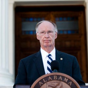 The Latest: Impeachment hearings begin for Alabama governor