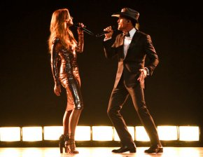 Chemistry onstage makes Faith Hill and Tim McGraw a top tour