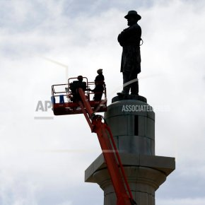 The Latest: Last Confederate monument removed in New Orleans