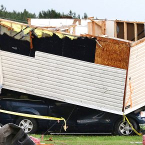 Storms pummel central US, as tornadoes kill at least 2